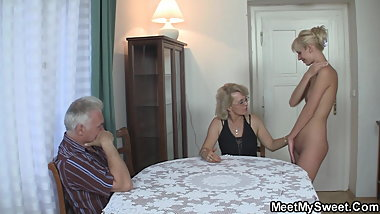 He finds her blonde GF fucked in family threesome