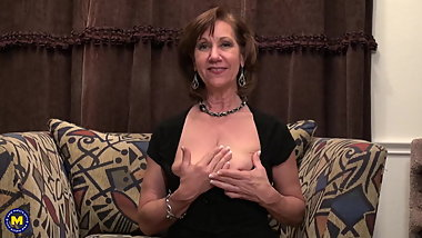 Mature mother with saggy tits fucks pussy