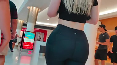 Big ass PAWG in Mall