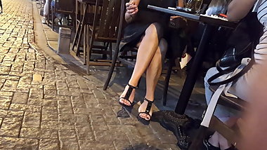 Candid Nice crossed legs, sexy feets toes