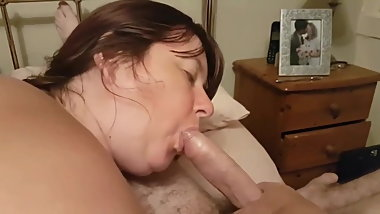 Chubby Beth gives a very sexy blowjob, she licks and sucks a
