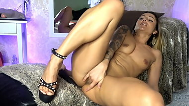 Cam girl masturbation