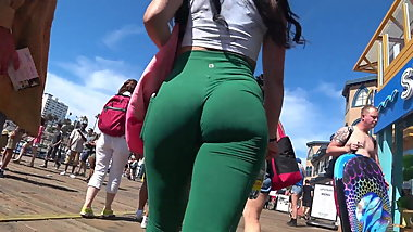 GREEN LEGGINGS JUICY ARSE