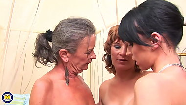 MatureNL - Old and Young Lesbian threesome love
