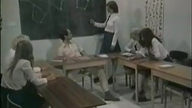 FP Schoolgirls Give Teacher Their Full Attention !