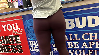 Candid MILF Leggings Ass