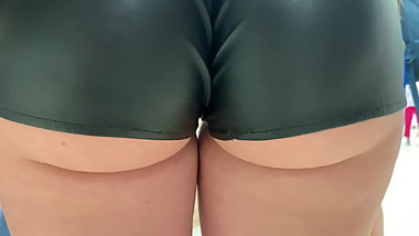 Round juicy british ass cheeks leakin out of latex shorts