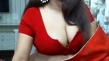 Red saree bouse and bra girl in webcam show