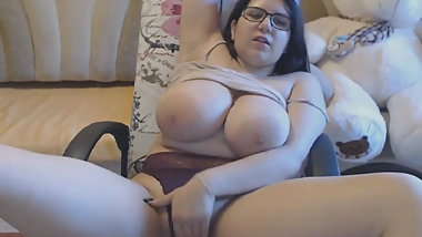 Busty Girl Show Her Big Tits On Web cam