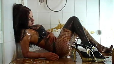 Sweet Honey Girl - Hot and slimy